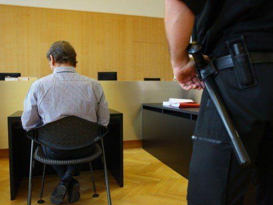 Der Schwimmtrainer wurde zu achteinhalb Jahren Haft verurteilt.