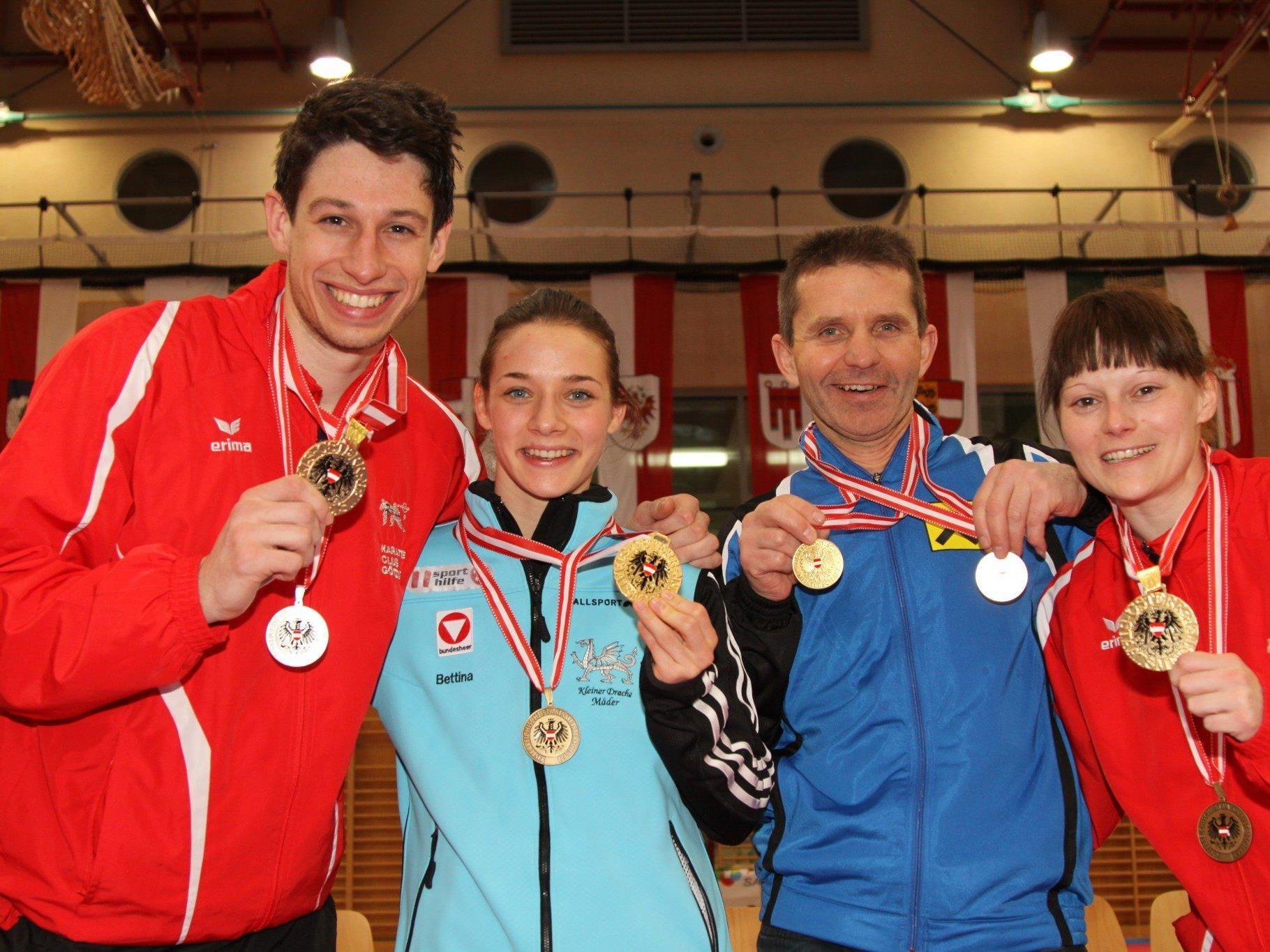 Die Vorarlberger Goldmedaillengewinner bei den ÖM im Karate in Salzburg.