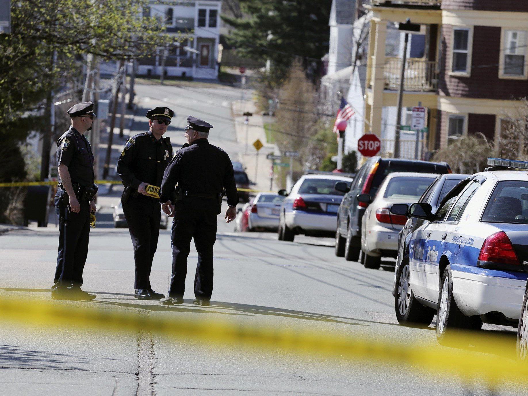 Unter Berufung auf namentlich nicht genannte Quellen berichtete CNN, ein Tatverdächtiger sei identifiziert.