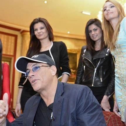 Action-Filmstar Jean-Claude van Damme hat sich in Wien in Feierlaune präsentiert.