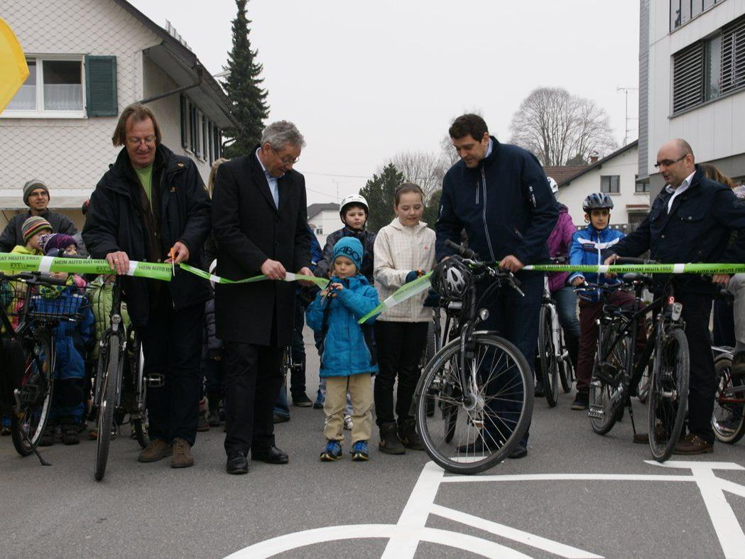 Mobilitätsmanager Martin Scheuermeier, Landesstatthalter Rüdisser, Bgm. Köhlmeier uva eröffneten.