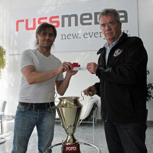 VN Fußballexperte Christian Adam zog die Paarungen für das Cup Viertelfinale.