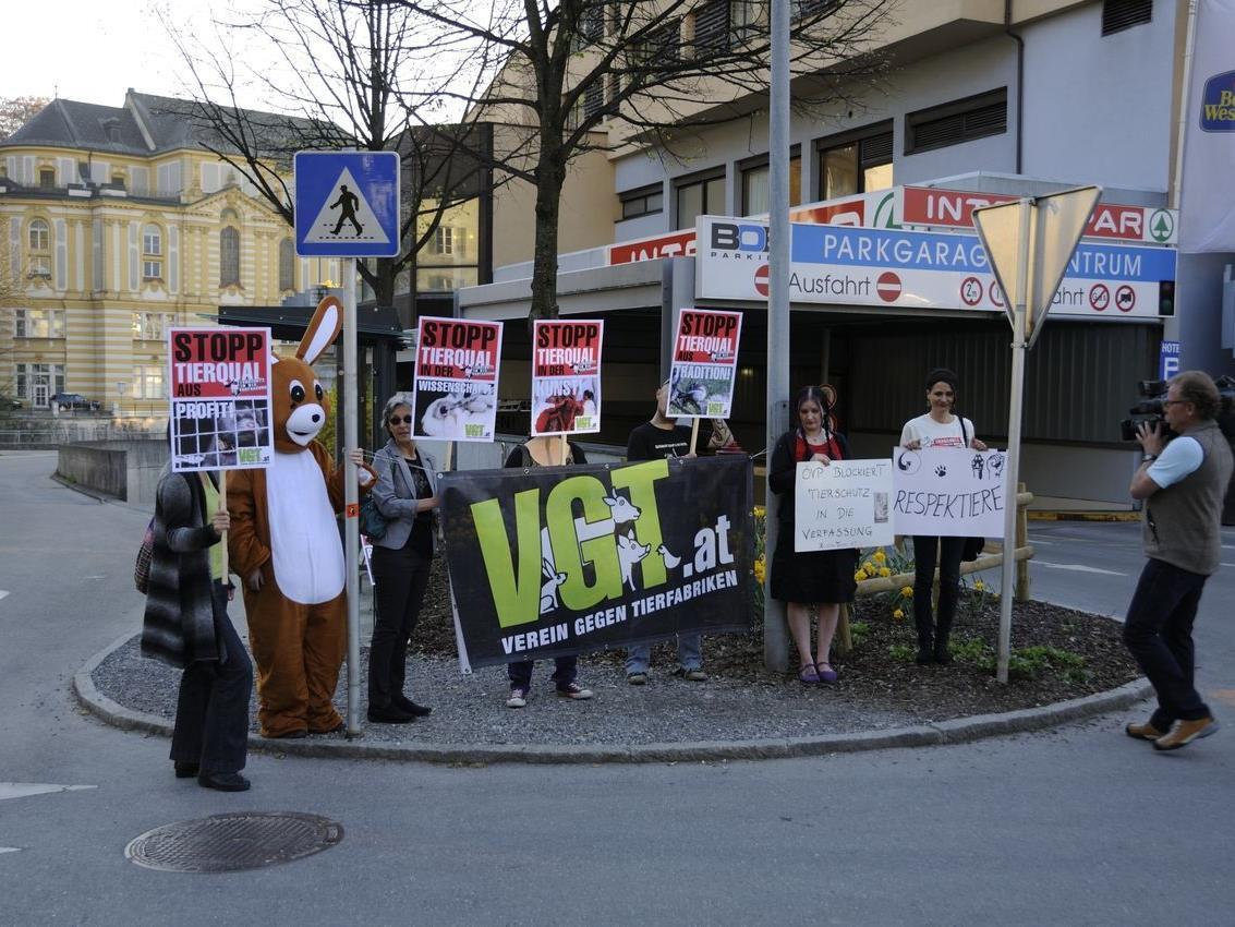 Verein gegen Tierfabriken fordert ÖVP auf, Wort zu halten.