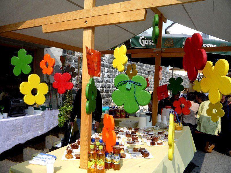 Gartenmarkt auf dem Dorfplatz in Doren
