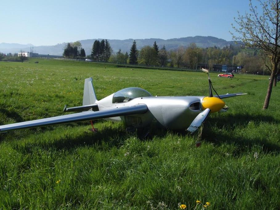 Akrobatik-Maschine musste nach Triebwerksausfall notlanden.