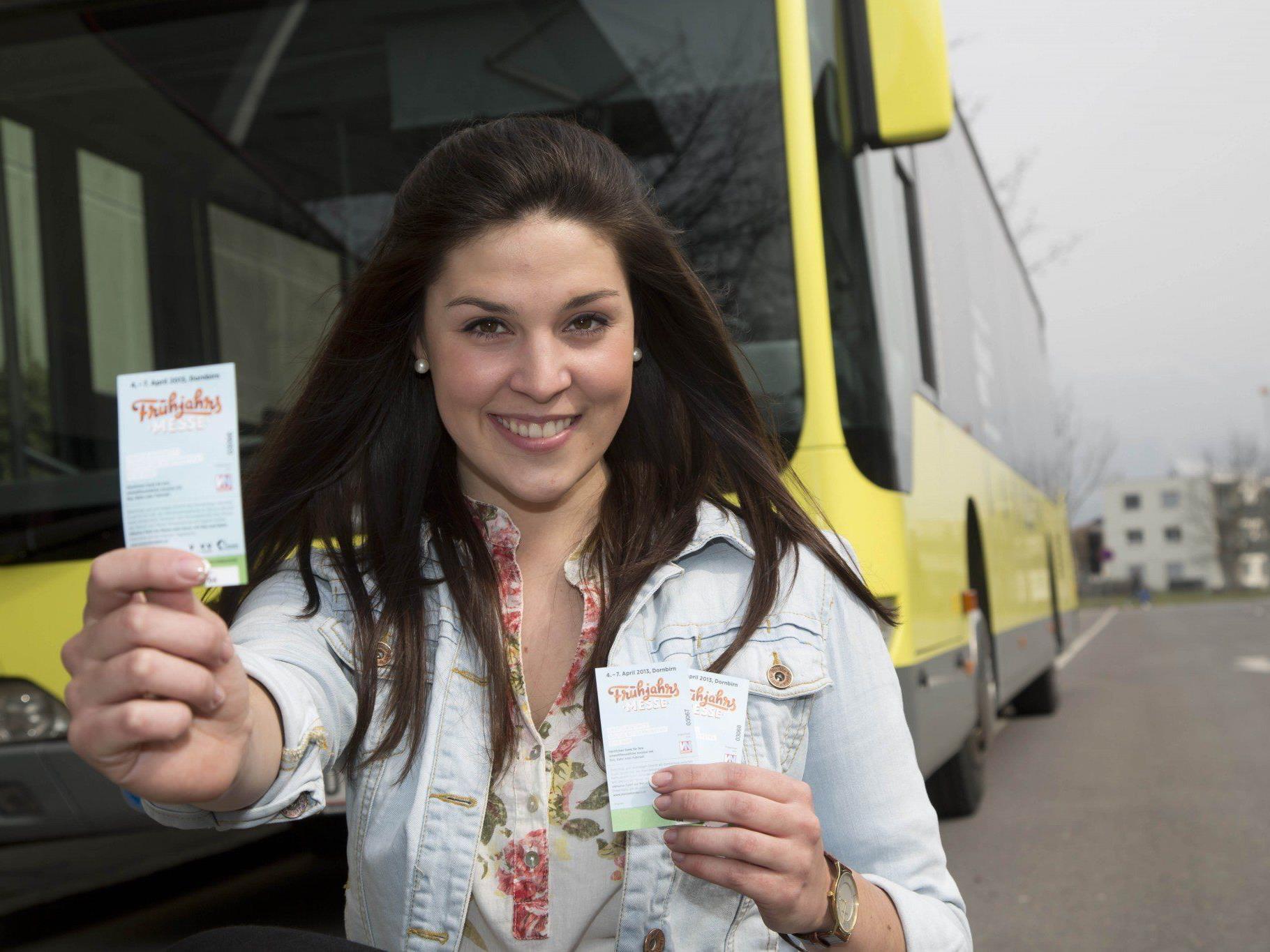 Öffentliche Verkehrsmittel können mit Eintrittskarte gratis genutzt werden.
