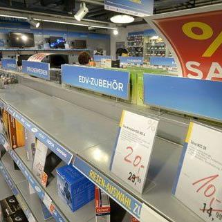 Viele Kunden, wenig Ware - so das Bild in vielen Niedermeyer-Filialen am Donnerstag.