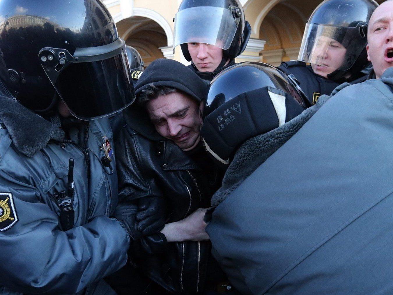 Massenschlägereien sind keine Seltenheit in St. Petersburg.