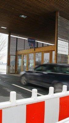 Ab 2015 soll der Preis für die Schweizer Autobahn-Vignette auf 100 Franken steigen.