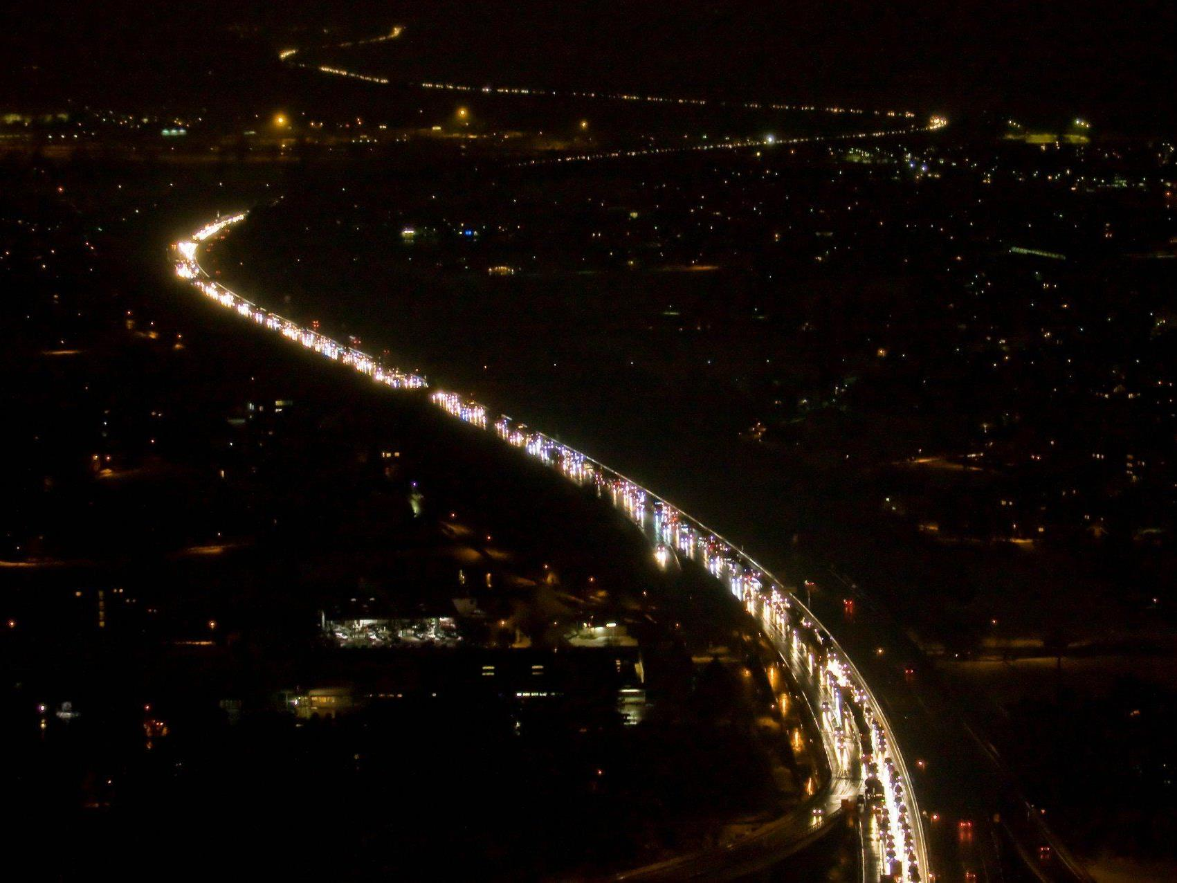 30.000 Fahrzeuge, davon 5000 Lkw, sorgen derzeit praktisch täglich für Stau an beiden Enden des Pfändertunnels.