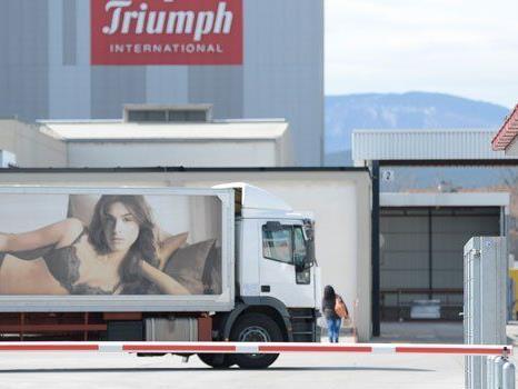 Trotz schwarzer Zahlen werden bei Triumph in Österreich Stellen abgebaut.