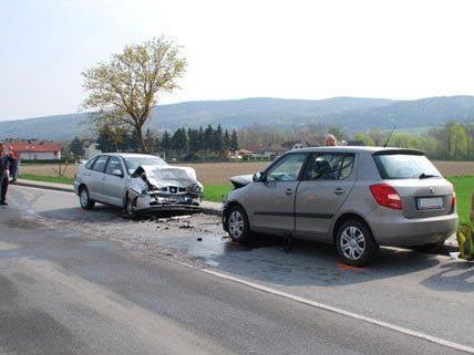 Fünf Personen wurden bei dem Unfall auf der LH148 verletzt.