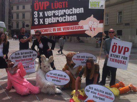 Der VGT protestierte für Tierschutz in der Verfassung.