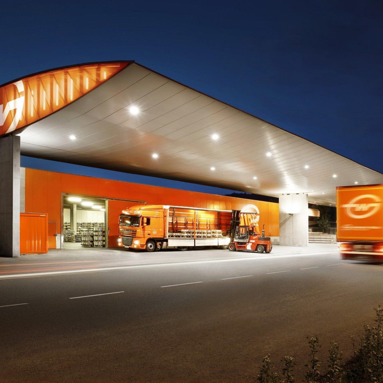 Vorarlberger Speditionsunternehmen baut neues Speditionsterminal und Bürogebäude.