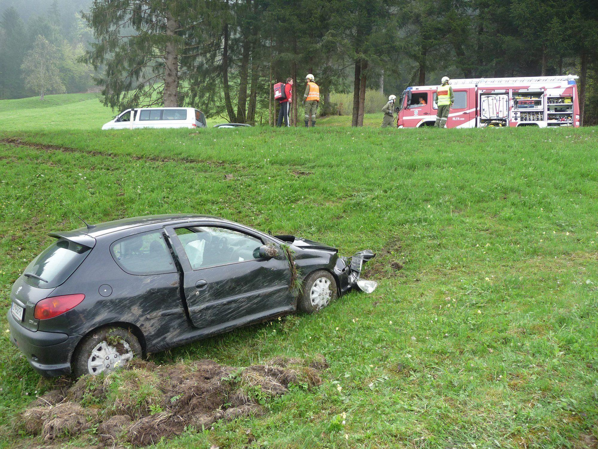 Eine 36-Jährige wurde bei dem Unfall verletzt und ins LKH Bregenz gebracht.