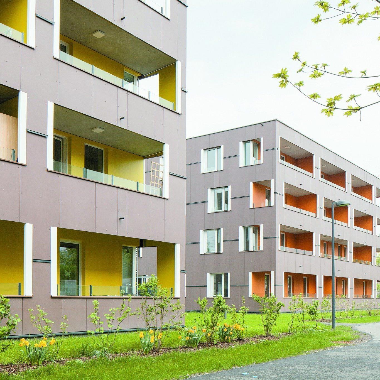 Klar abgestuft Öffentliche Rad- und Fußwege, öffentliches Grün mit schützender Hecke, Balkone, Privatsphäre in der Wohnung.