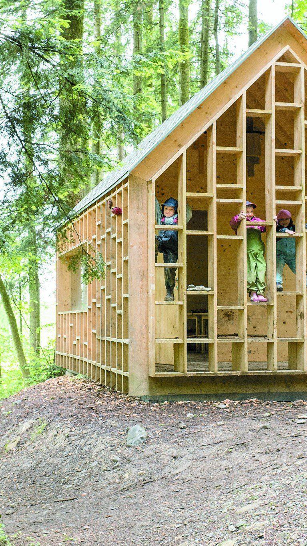 """Keine romantische """"Urhütte"""", sondern ein durchaus moderner Bau, mit einer lässigen, aber doch durchkomponierten Gestaltung."""