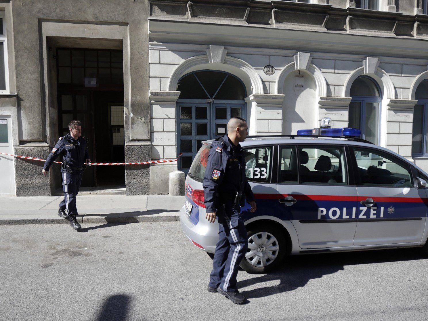 Eine 15-Jährige stach in Wien-Favoriten mit einem Messer auf ihre Freundin ein.