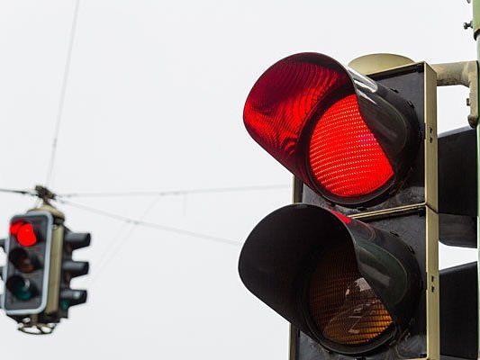Ein Wiener Lenker fuhr bei Rot - ein Unfall war die Folge