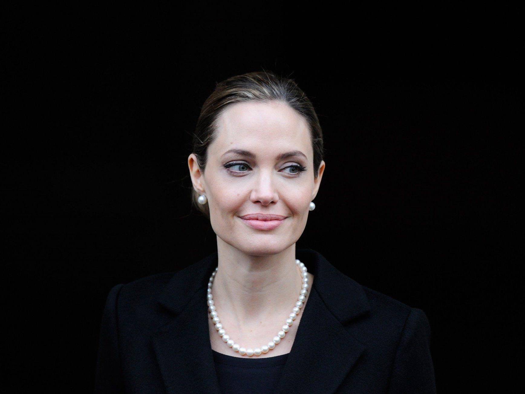 Die Schauspielerin hatte sich wegen Krebsrisikos ihr Brustdrüsengewebe entfernen lassen.