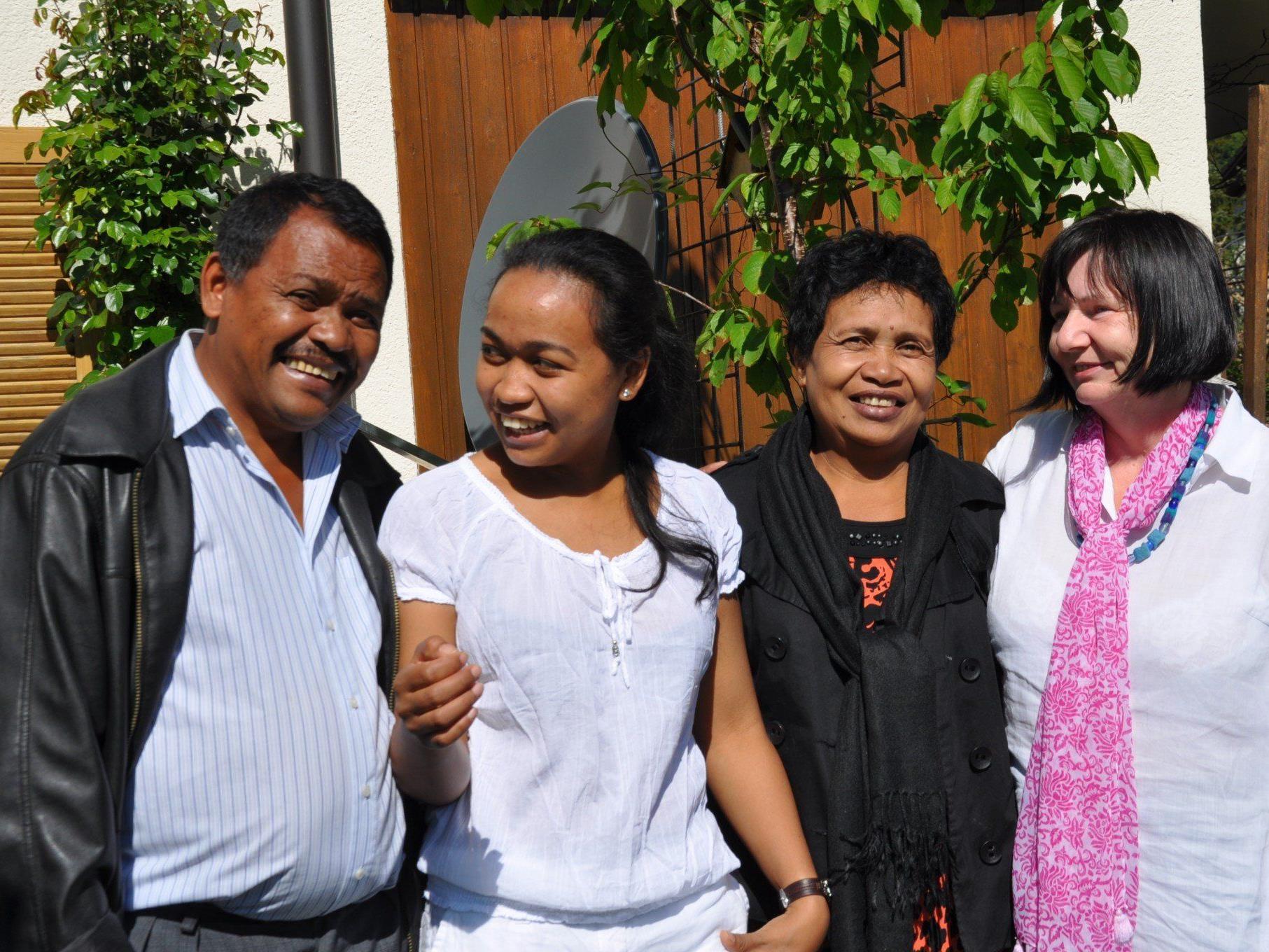 v.li.: Vater, Fenon, Mutter und Brigitte Kosta