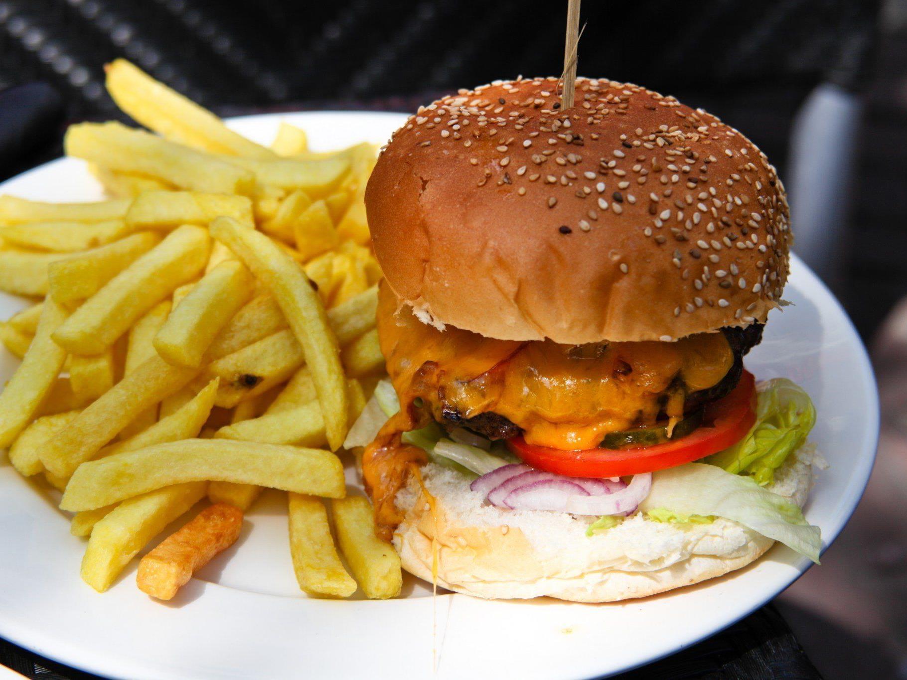 Mit fettarmer Nahrung kann Tagesmüdigkeit vorgebeugt werden.