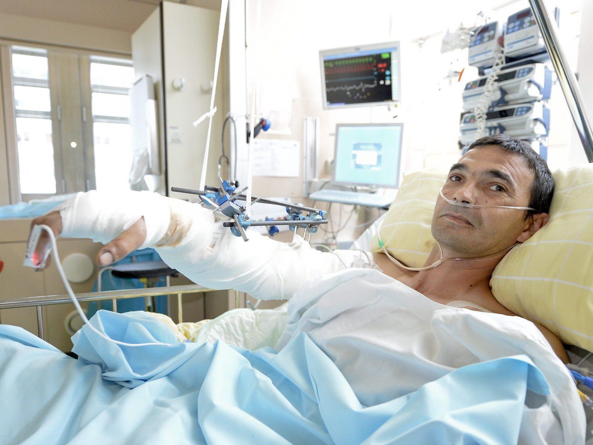Schwer verletzter Ungar läutete bei Einfahrt für Notarzt.