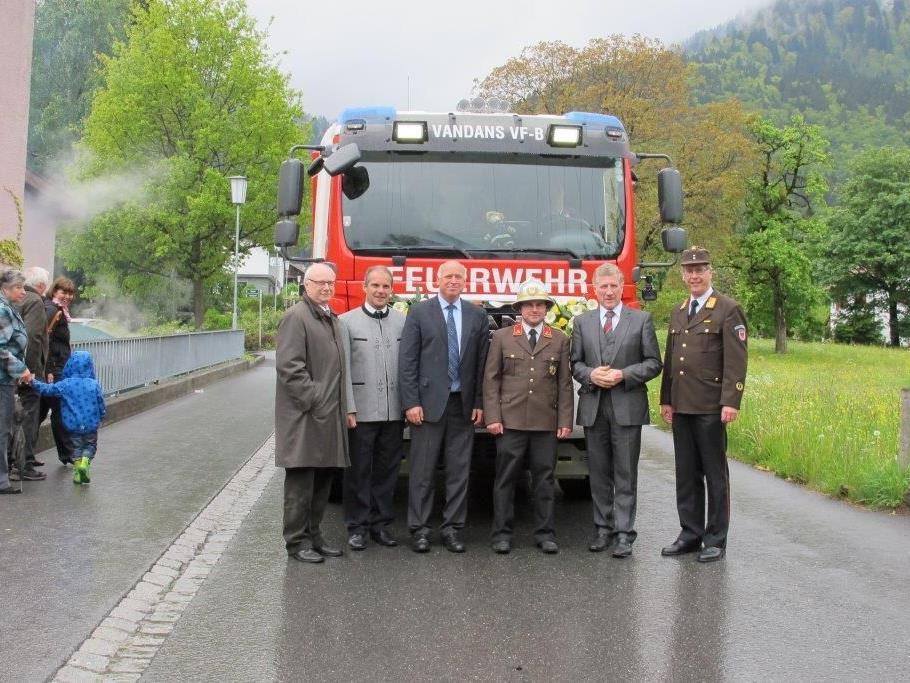 von links: Dr. Johannes Nöbl, Michael Zimmermann, Bgmst. Burkhart Wachter, Kommandant Christoph Schapler, Ing. Erich Schwärzler und BFI Christoph Feuerstein.