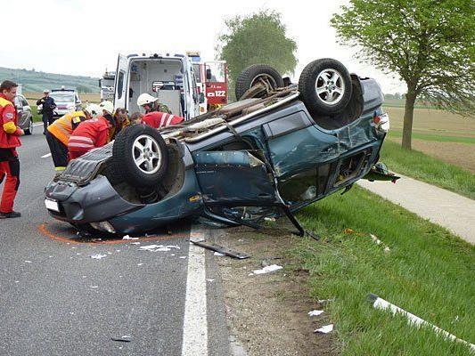 Ein Bild des Schreckens bot sich auf der B4 nach dem Unfall