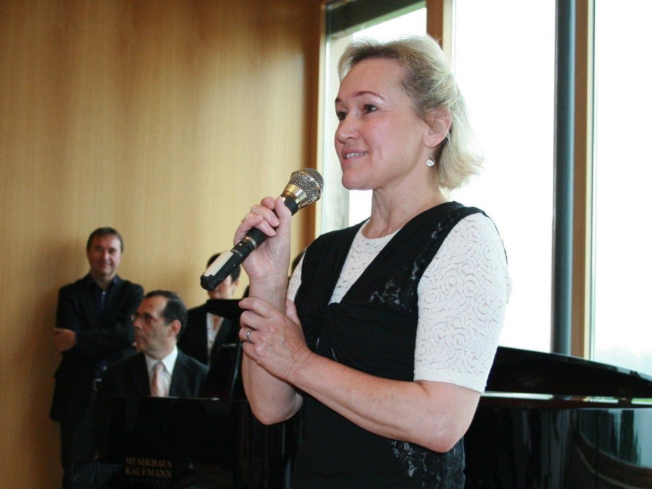 Birgit Plankel und Kultur in Bildstein freuen sich aufs Klassik-Café.