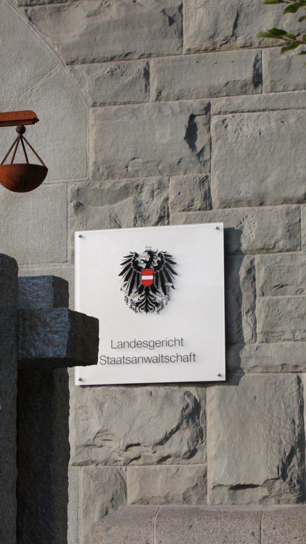 LG Feldkirch: Sanierungsverfahren über das Vermögen der Firma Blumen Strezeck eröffnet.