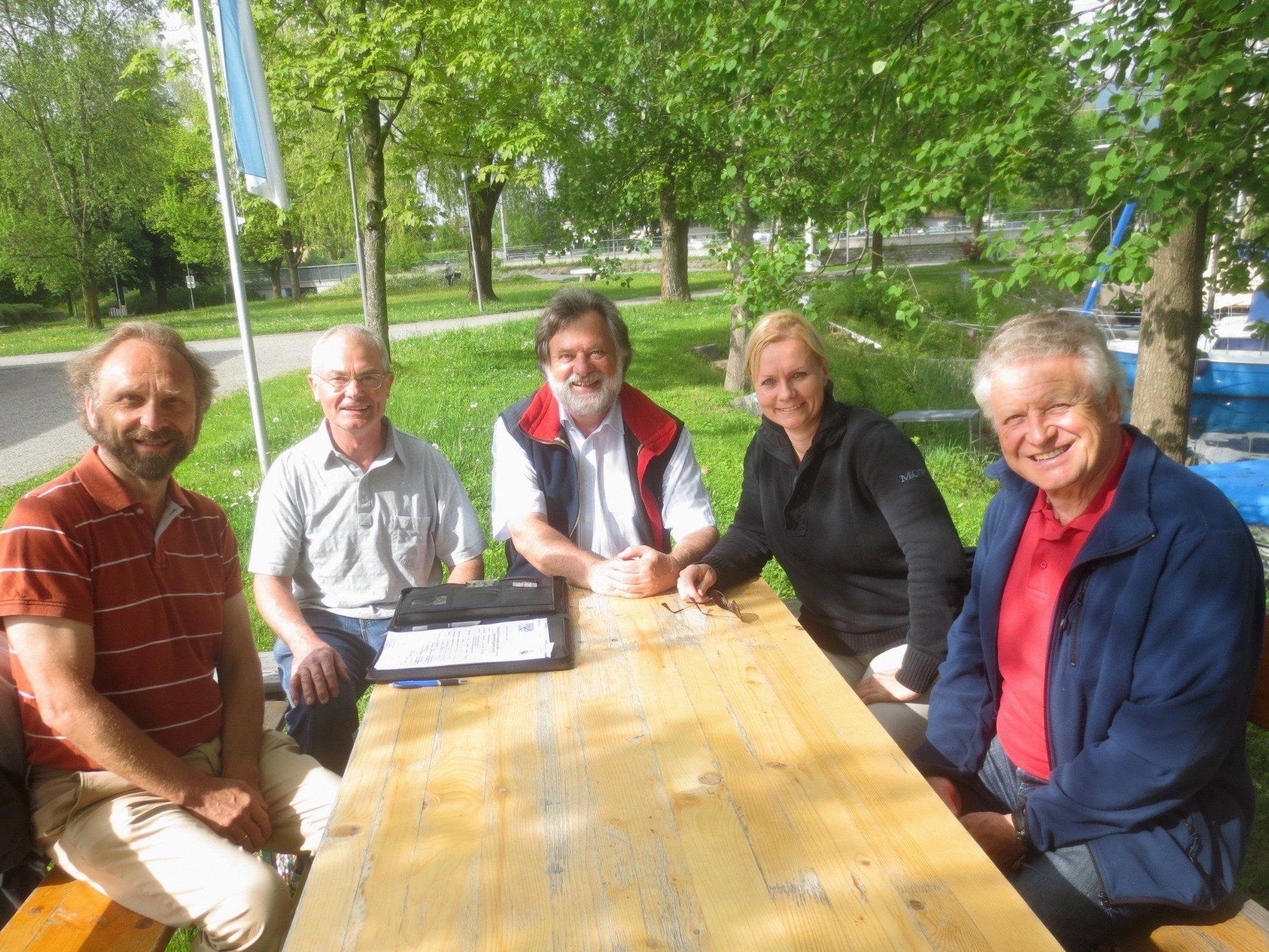 Audit im Lochauer Hafen mit Erhard Ploss (Uferverwaltung), Prüfer Martin Amann (IWGB), Werner Sporer (Segelschule Sporer Yachting), Caroline Gehrer (Obfrau Uferausschuss) und Benno Wagner (Präsident Lochauer Yachtclub).