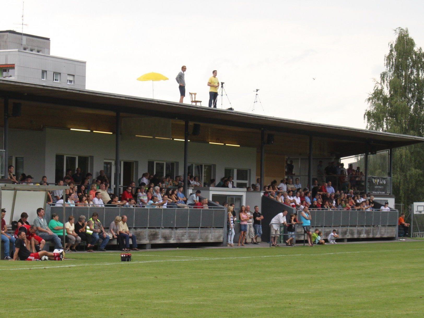 Ein volles Haus erwartet das Team des SV Typico Lochau mit Trainer Rade Plakalovic auch beim Heimspiel gegen Langenegg auf der Sportanlage Hoferfeld.