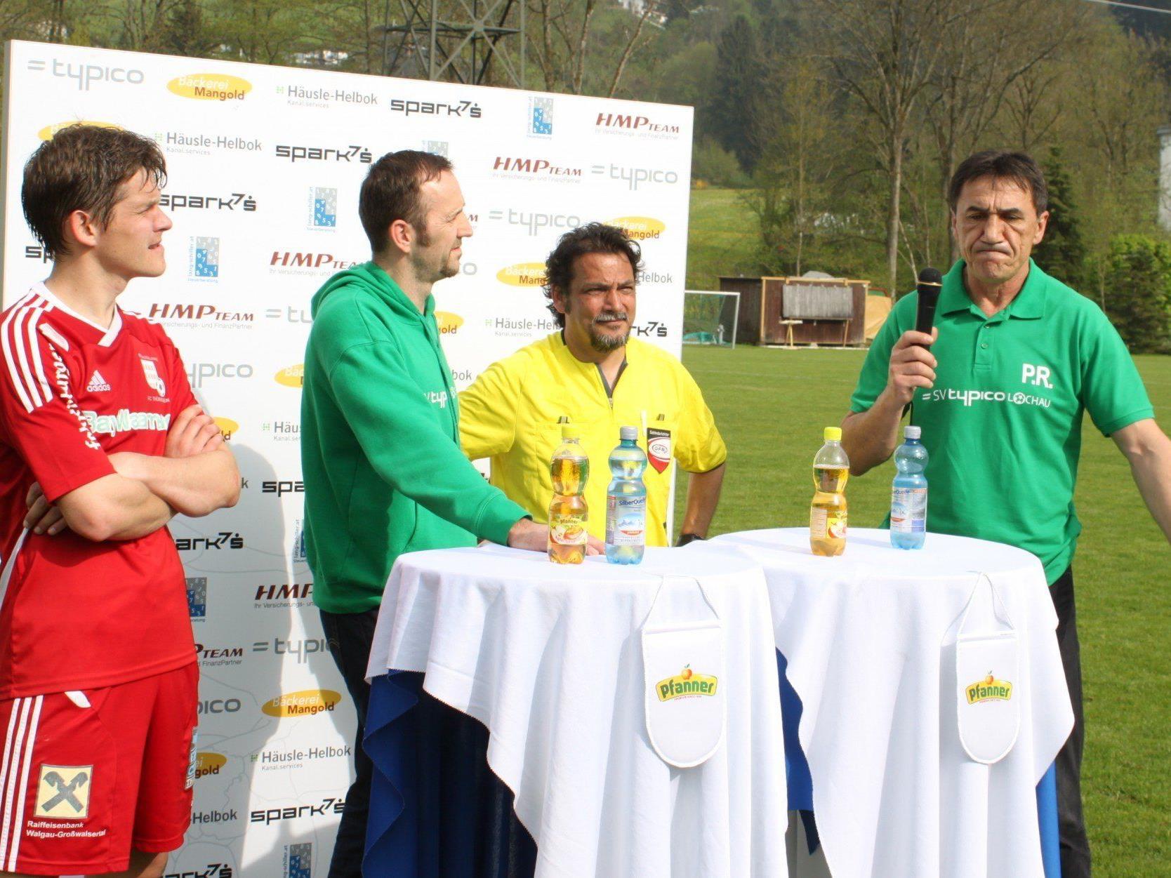 Enttäuschung und Ratlosigkeit bei Trainer Rade Plakalovic (rechts) beim Pressegespräch nach dem Thüringen-Spiel.