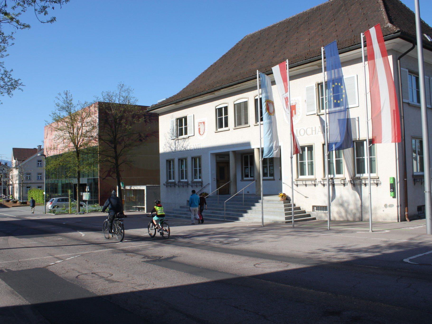Das in die Jahre gekommenen Lochauer Gemeindeamt im Ortszentrum soll durch einen attraktiven Neubau ersetzt werden.