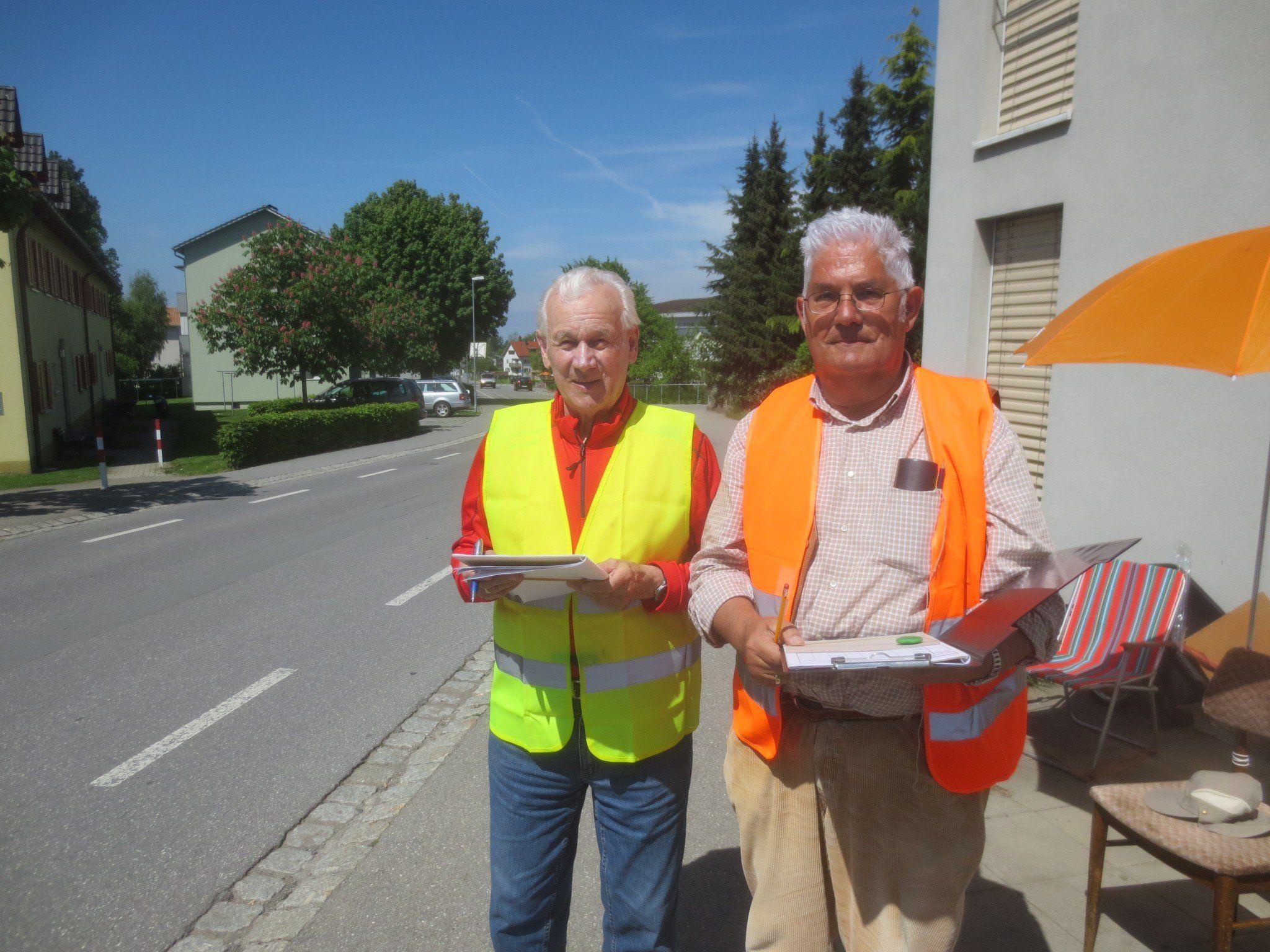Josef Böhler und Manfred Kepp an der Zählstelle Q 2 Toni-Russ-Straße im Einsatz.
