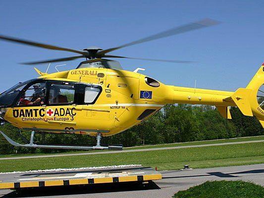 Mit einem ÖAMTC-Hubschrauber musste der Mann aus Purkersdorf ins Spital gebracht werden