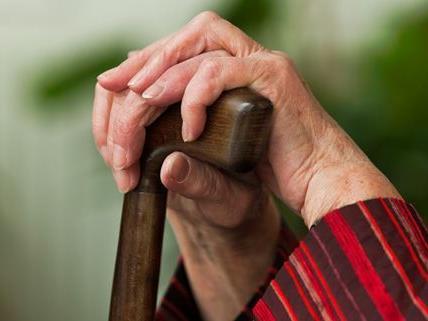 In dreizehn Fällen wurden Pensionistinnen in Wien und Mistelbach überfallen