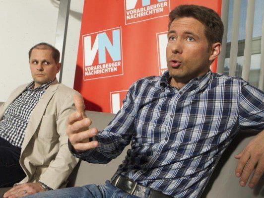 Jürgen Albrich (Sportamtsleiter rechts ) und Sebastian Manhart (Sportservice-Geschäftsführer). - © VOL.AT/Hartinge