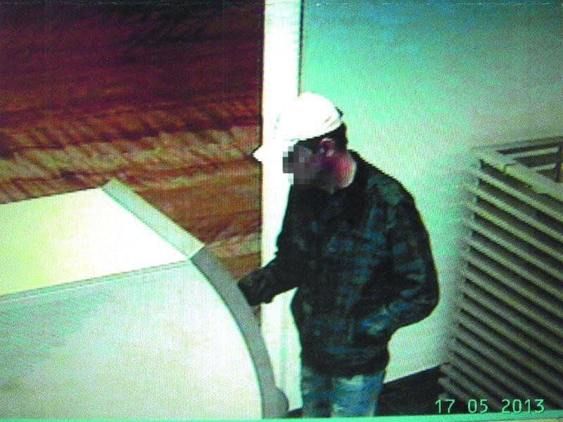 Unmittelbar nach der Tat hoben die Diebe mit der gestohlenen Bankomatkarte ihres Opfers an mehreren Geldautomaten Bargeld ab