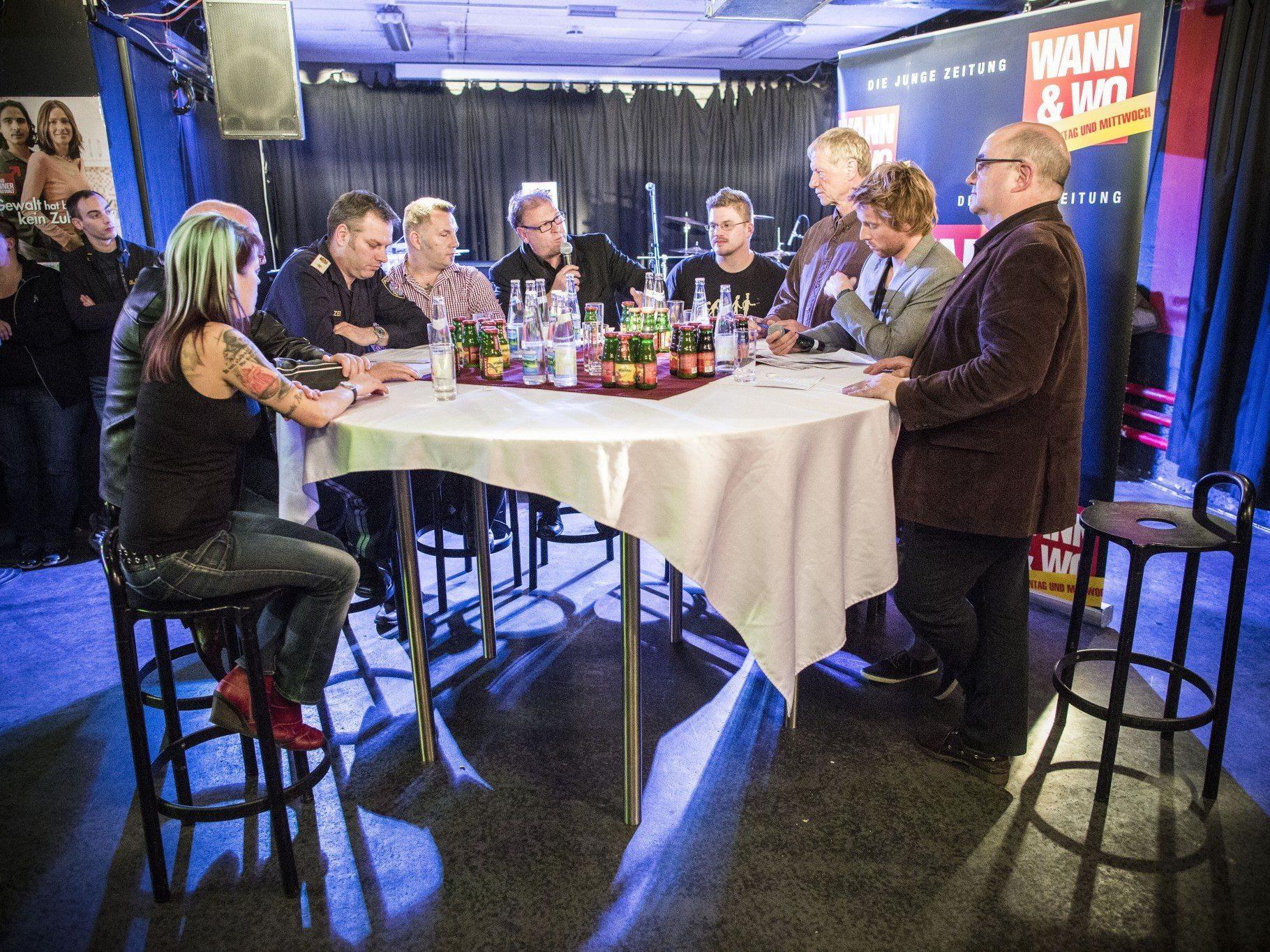 """Round Table zum Thema """"Jugend & Gewalt"""", Kulturcafé Schlachthaus."""
