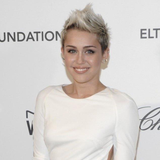 """Miley Cyrus für die Liste der """"Hot 100"""" des Männermagazins Maxim an."""