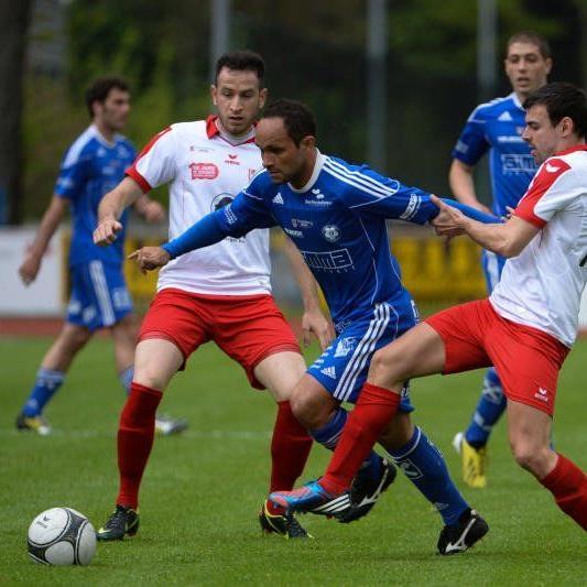 Andelsbuch mit Spielertrainer Ribeiro trifft auf Leader Liefering.