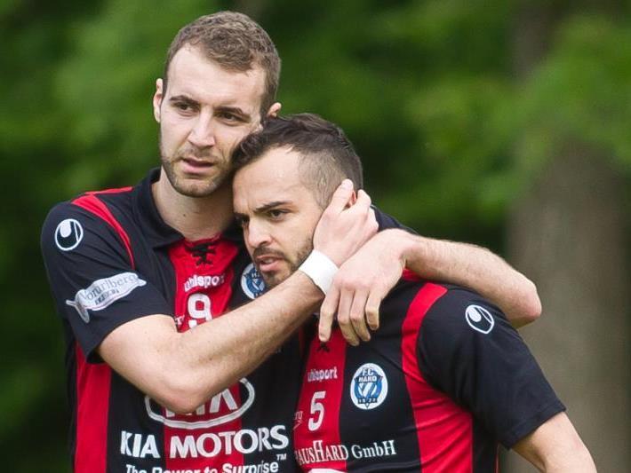 Der FC Hard gewinnt das Sechspunktespiel gegen Kufstein knapp mit 2:1-Toren.