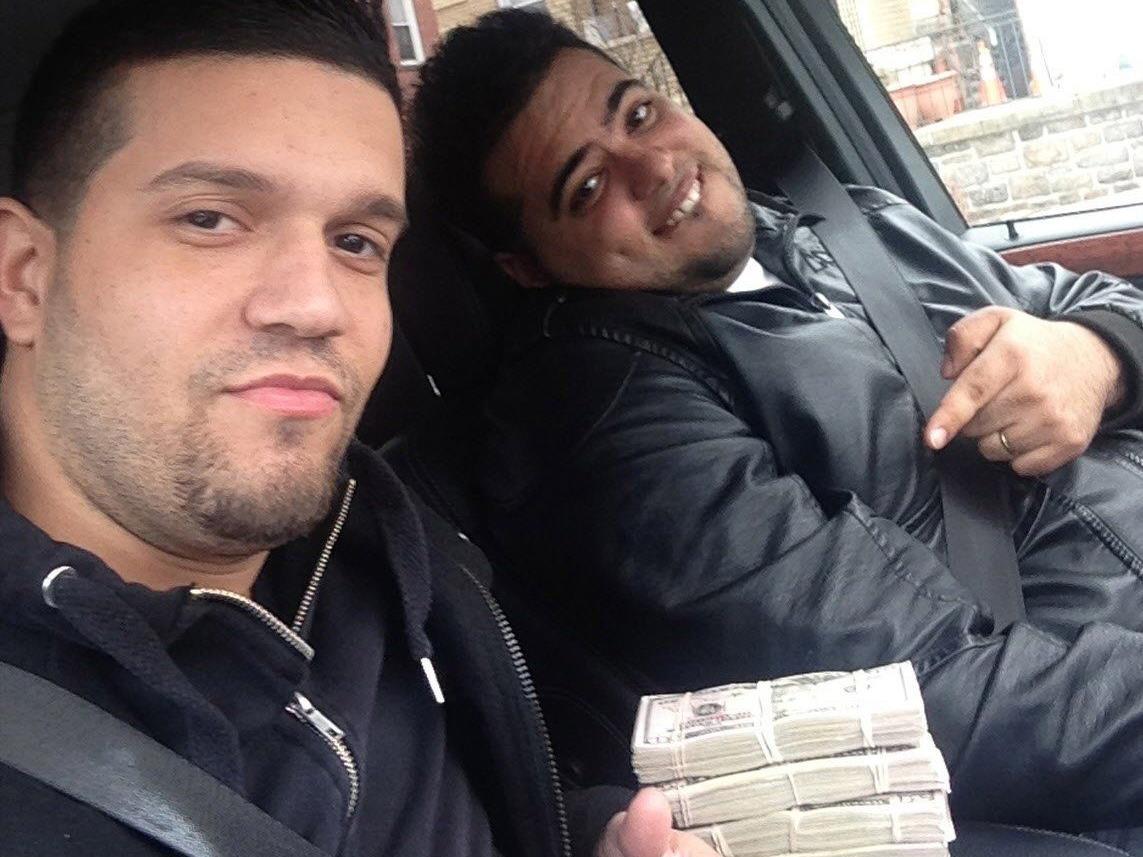 Statt Brecheisen und Schusswaffe - Bankbetrug per Computer; im Bild: zwei der mutmaßlichen Cyber-Bankräuber.