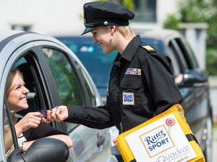 Ab dem 15. Mai wird in Wien Schokolade an Autofahrer verteilt.