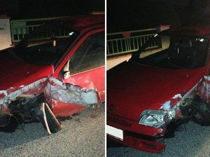 Der Autofahrer kam unverletzt davon, das Fahrzeug jedoch wurde bei dem Unfall schwer beschädigt.