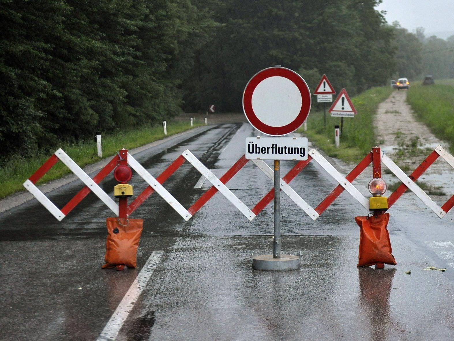 Noch viele Straßen in NÖ aufgrund des Hochwassers gesperrt