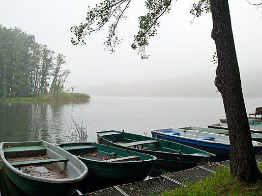 Mit einem Boot musste ein Wanderer-Paar aus Wien am Kammersee in der Steiermark geborgen werden