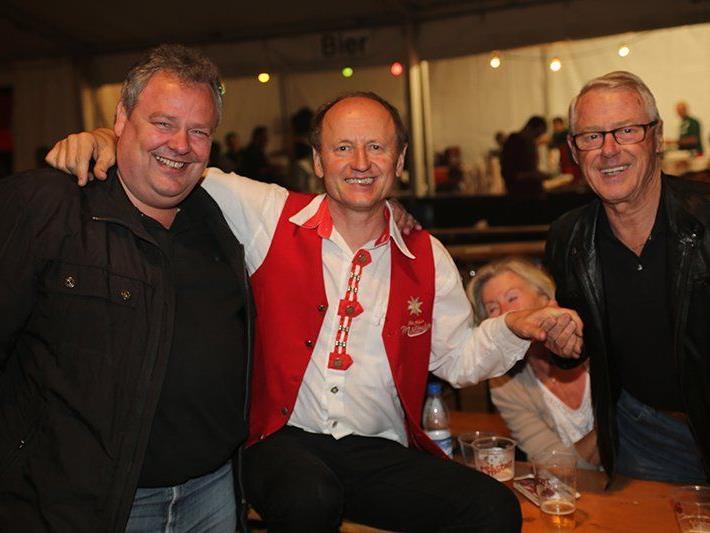 Sulz-Bürgermeister Karl Wutschitz mit FCS-Hauptsponsor Walter Malin wollten die Mölltaler Live hören.